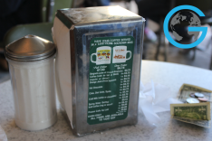 Tipping at Café Du Monde